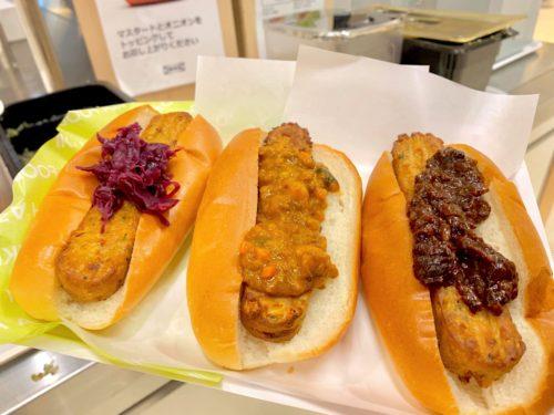 イケアのビストロで食べられるベジドッグ、ベジキーマカレードッグ、ベジマーラードッグ