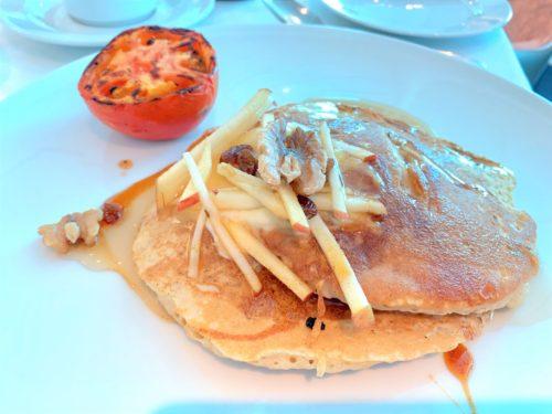 クルーズ船「セレブリティミレニアム」の食事・朝食のバナナパンケーキ