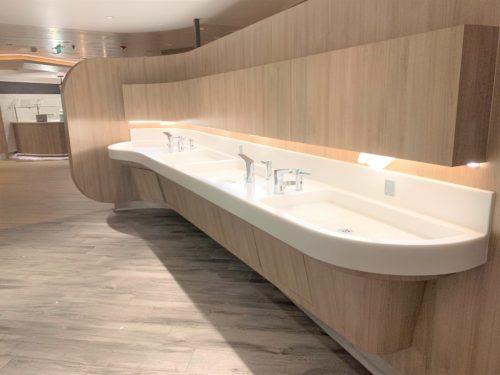 クルーズ船「セレブリティミレニアム」のブッフェ「オーシャンビューカフェ」の手洗い場